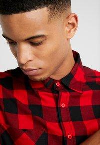Urban Classics - CHECKED SHIRT - Overhemd - black/red - 3