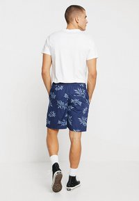 Urban Classics - PATTERN RESORT - Shorts - subtile - 2