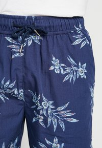 Urban Classics - PATTERN RESORT - Shorts - subtile - 3