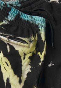 Urban Classics - TIE DYE - Shorts - black - 2