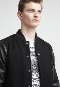 Urban Classics - OLDSCHOOL COLLEGE - Light jacket - black - 3