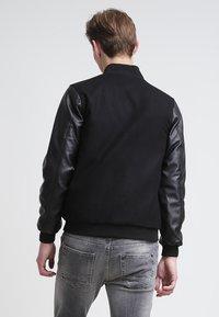 Urban Classics - OLDSCHOOL COLLEGE - Light jacket - black - 2
