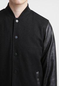 Urban Classics - OLDSCHOOL COLLEGE - Light jacket - black - 4