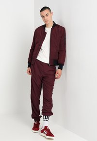 Urban Classics - Bomberjacks - burgundy/black - 1