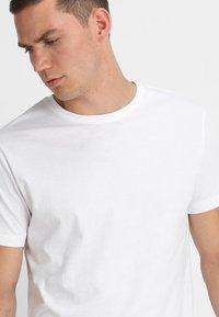 Urban Classics - 2 PACK - T-shirts basic - white - 4