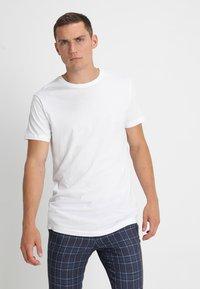 Urban Classics - 2 PACK - T-shirts basic - white - 1