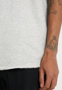 Urban Classics - HERIRNGBONETERRY TEE - Basic T-shirt - light grey - 5