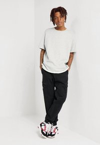 Urban Classics - HERIRNGBONETERRY TEE - Basic T-shirt - light grey - 1