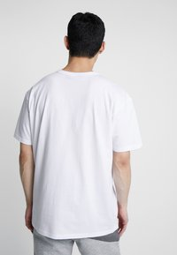 Urban Classics - ORGANIC BASIC TEE - Jednoduché triko - white - 2
