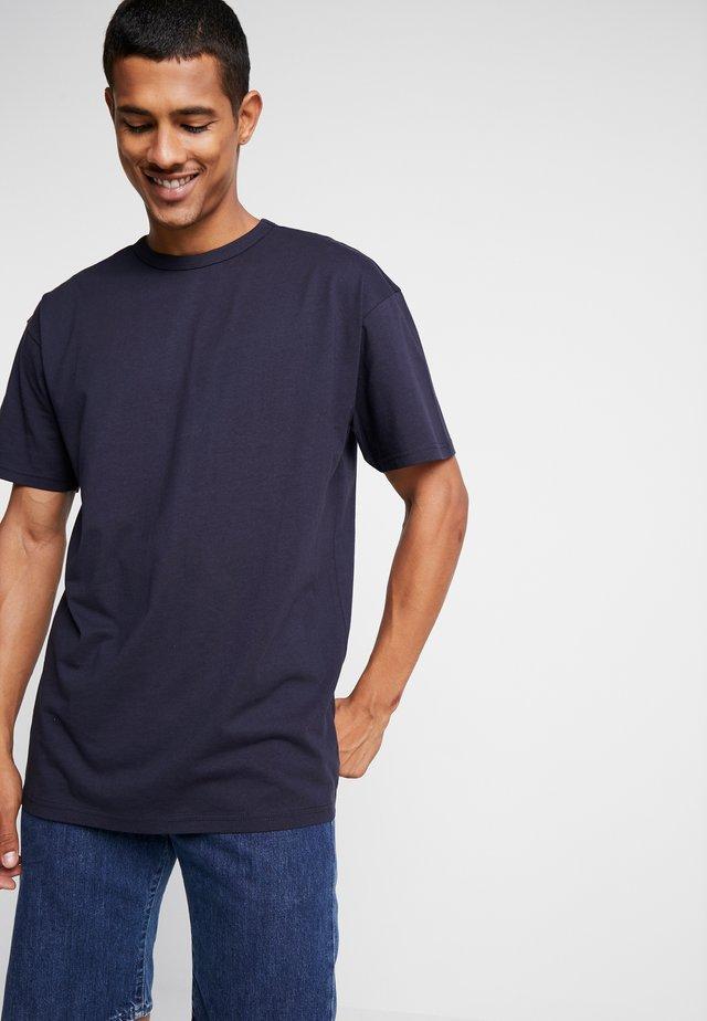 ORGANIC BASIC TEE - Basic T-shirt - midnightnavy