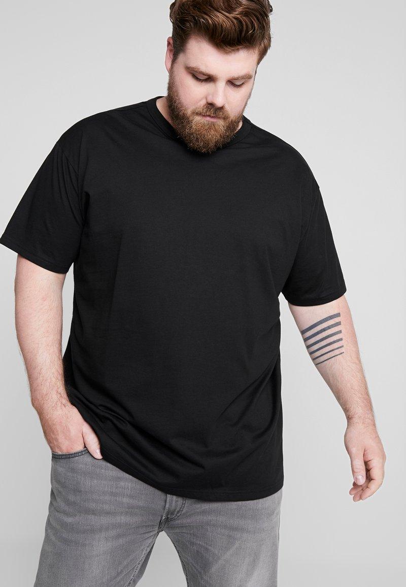 Urban Classics - BASIC TEE PLUS SIZE - T-shirts - black