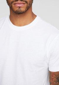 Urban Classics - BASIC TEE 3 PACK - T-shirt basic - black/white/grey - 4