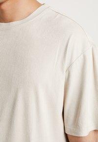 Urban Classics - OVERSIZED PEACHED TEE - T-shirt basic - sand - 4