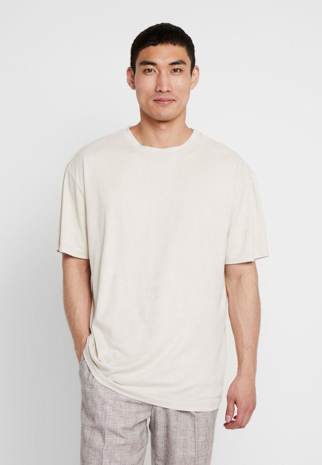 OVERSIZED PEACHED TEE - T-shirt basic - sand