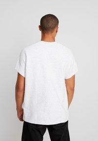 Urban Classics - CUT ON SLEEVE NAPS INTERLOCK TEE - T-shirt basic - lightgrey - 2