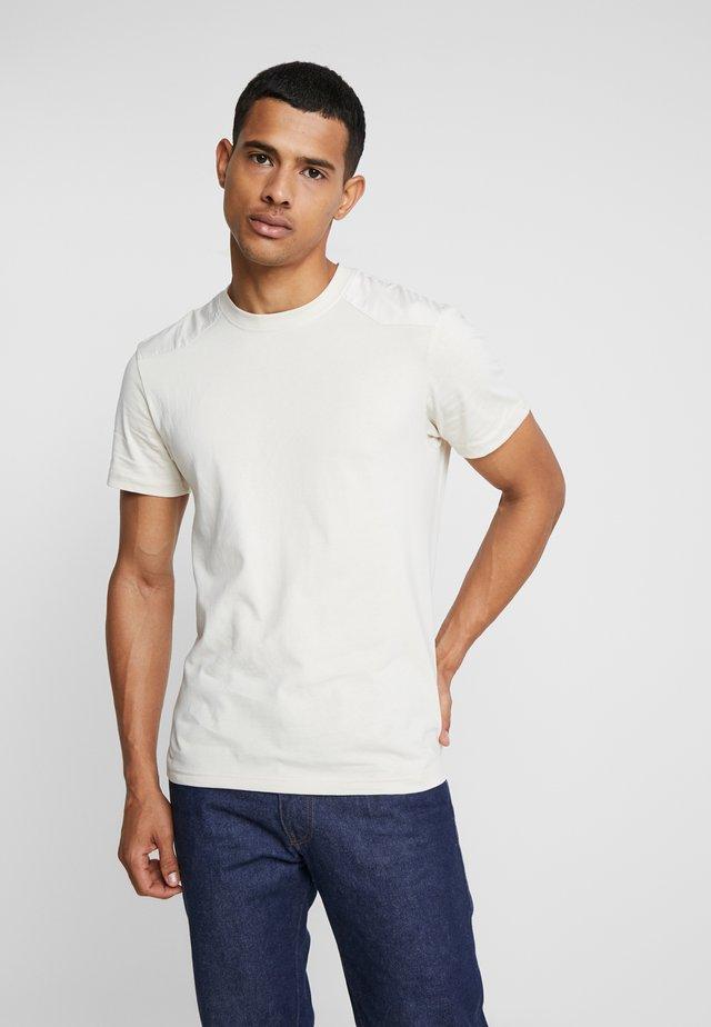 MILITARY - Print T-shirt - sand