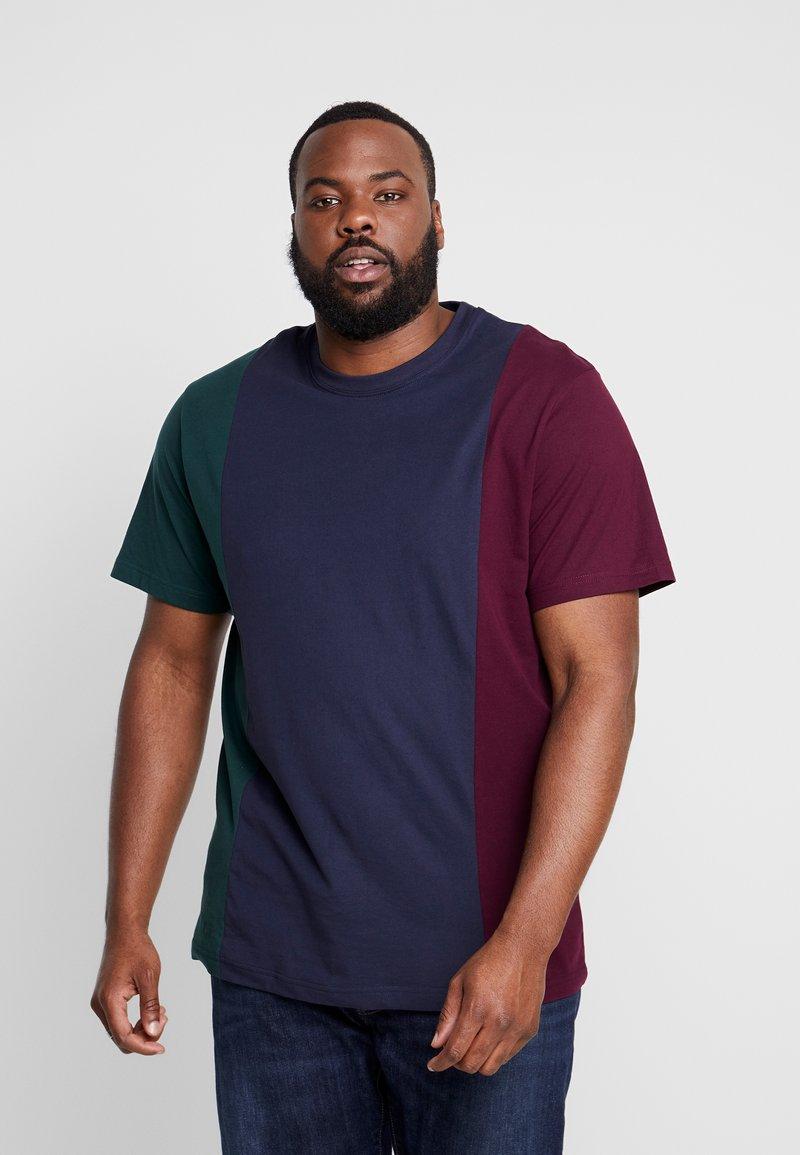 Urban Classics - TRIPPLE TEE  - Print T-shirt - bottlegreen/midnightnavy