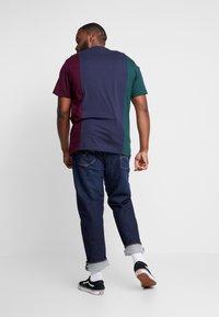 Urban Classics - TRIPPLE TEE  - Print T-shirt - bottlegreen/midnightnavy - 2