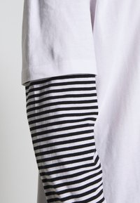 Urban Classics - DOUBLE LAYER STRIPED TEE - Long sleeved top - white - 5