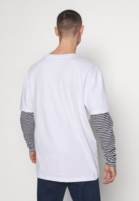 Urban Classics - DOUBLE LAYER STRIPED TEE - Long sleeved top - white - 2