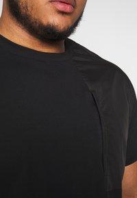 Urban Classics - MILITARY SHOULDER POCKET  - Basic T-shirt - black - 5