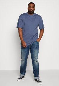 Urban Classics - TALL TEE - Basic T-shirt - vintageblue - 1