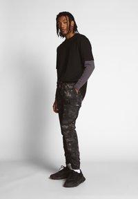 Urban Classics - OVERSIZED SHAPED DOUBLE LAYER TEE - Maglietta a manica lunga - darkshadow - 1