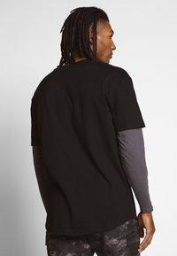 Urban Classics - OVERSIZED SHAPED DOUBLE LAYER TEE - Maglietta a manica lunga - darkshadow - 2