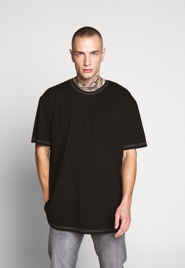 HEAVY OVERSIZED CONTRAST STITCH TEE - T-shirt print - black/neongreen