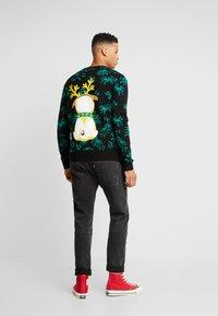 Urban Classics - PUG CHRISTMAS - Stickad tröja - black - 2