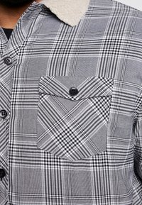 Urban Classics - GLENCHECK SHIRT JACKET PLUS SIZE - Let jakke / Sommerjakker - white/black - 5