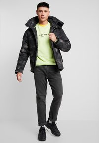 Urban Classics - MULTIPOCKET - Winter jacket - dark olive - 1