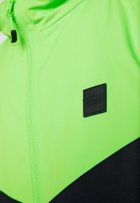 Urban Classics - Light jacket - black/neongreen - 6