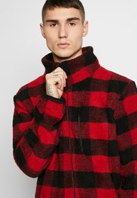 Urban Classics - PLAID HIKING JACKET - Korte jassen - red/black - 4