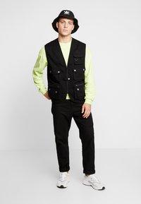 Urban Classics - WORKER  - Waistcoat - black - 1