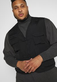 Urban Classics - TACTICAL VEST - Vesta - black
