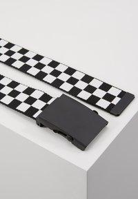 Urban Classics - ADJUSTABLE CHECKER BELT - Belt - black/white - 3
