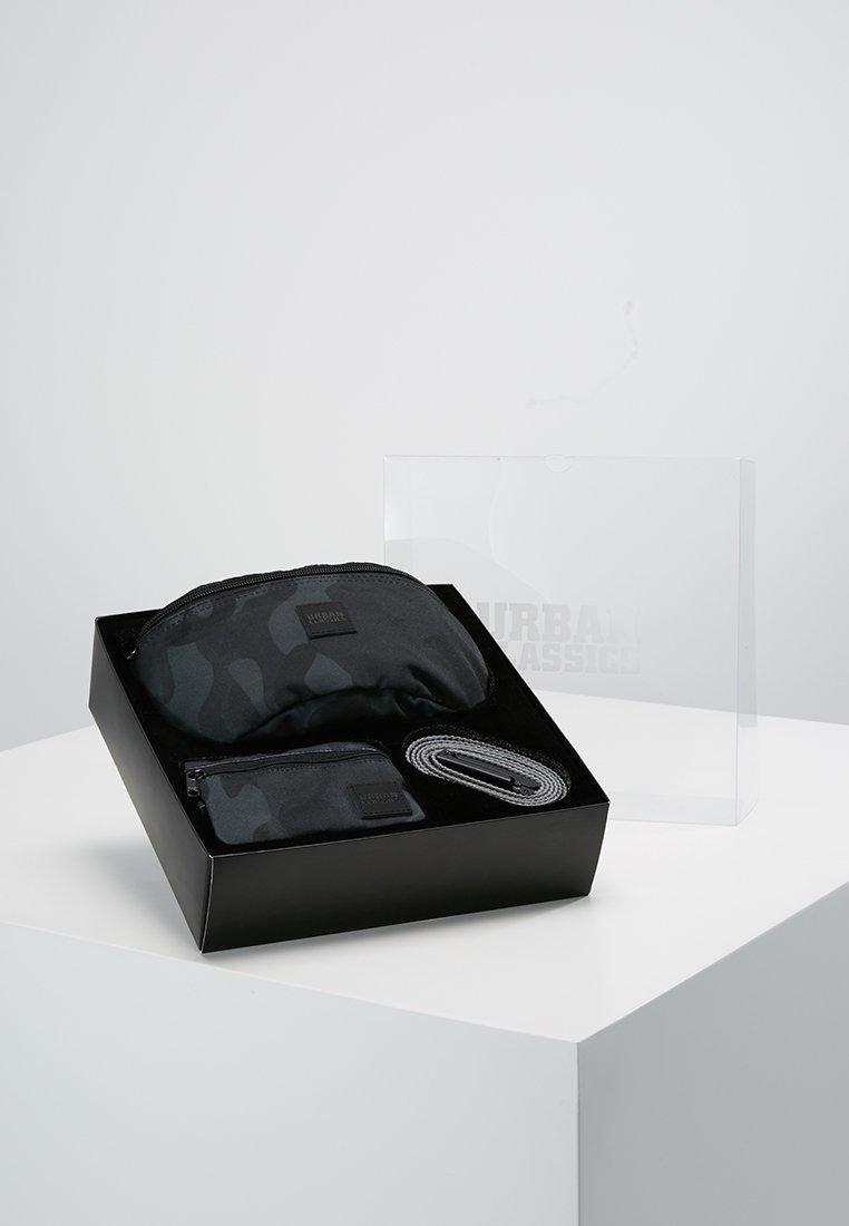 Urban Classics - BOX SET - Portefeuille - dark camo