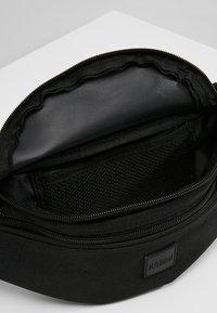 Urban Classics - DOUBLE-ZIP SHOULDER BAG - Ledvinka - black - 4
