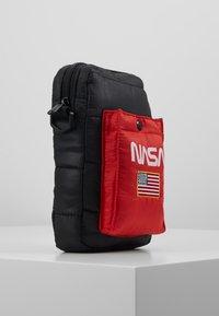 Urban Classics - NASA FESTIVALBAG - Taška spříčným popruhem - black - 3
