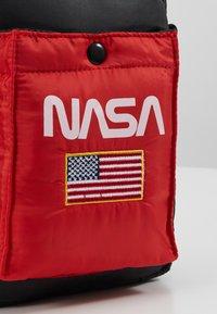 Urban Classics - NASA FESTIVALBAG - Taška spříčným popruhem - black - 6