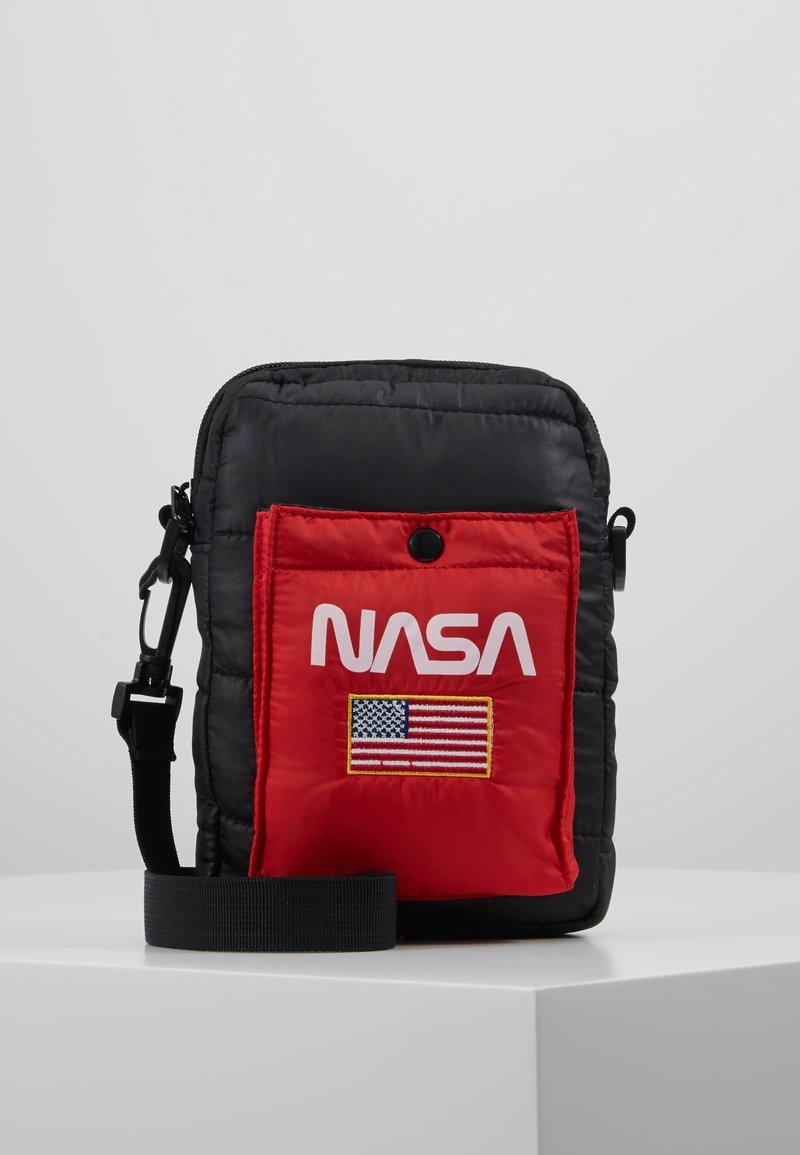 Urban Classics - NASA FESTIVALBAG - Taška spříčným popruhem - black
