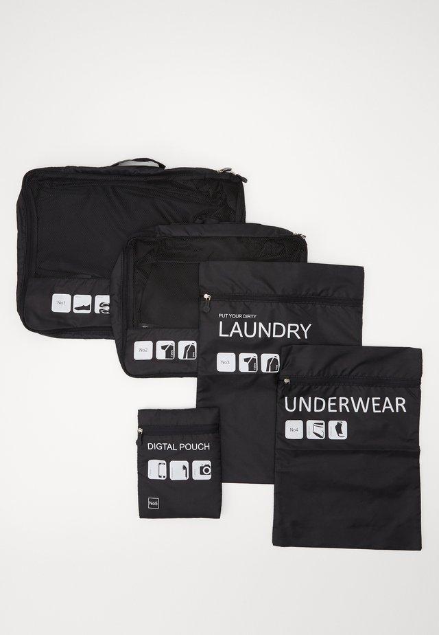 TRAVELLER LAUNDRY SET - Wash bag - black