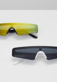 Urban Classics - SUNGLASSES 2 PACK - Sunglasses - black/multicolour/white - 2