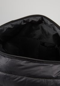 Urban Classics - NASA PUFFER DUFFLE BAG - Valigia - black - 4