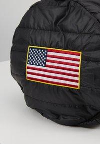 Urban Classics - NASA PUFFER DUFFLE BAG - Cestovní taška - black - 5