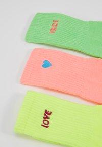 Urban Classics - PRIDE PACK 3 PACK - Sokken - neon yellow/neon pink/neon green - 2