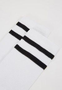 Urban Classics - 2-TONE COLLEGE SOCKS 6 PACK - Calze - white/black - 2