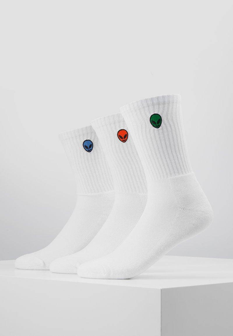 Urban Classics - ALIEN SOCKS 3 PACK - Calze - white