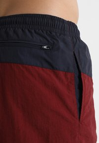 Urban Classics - BLOCK SWIM - Shorts da mare - navy/burgundy - 2